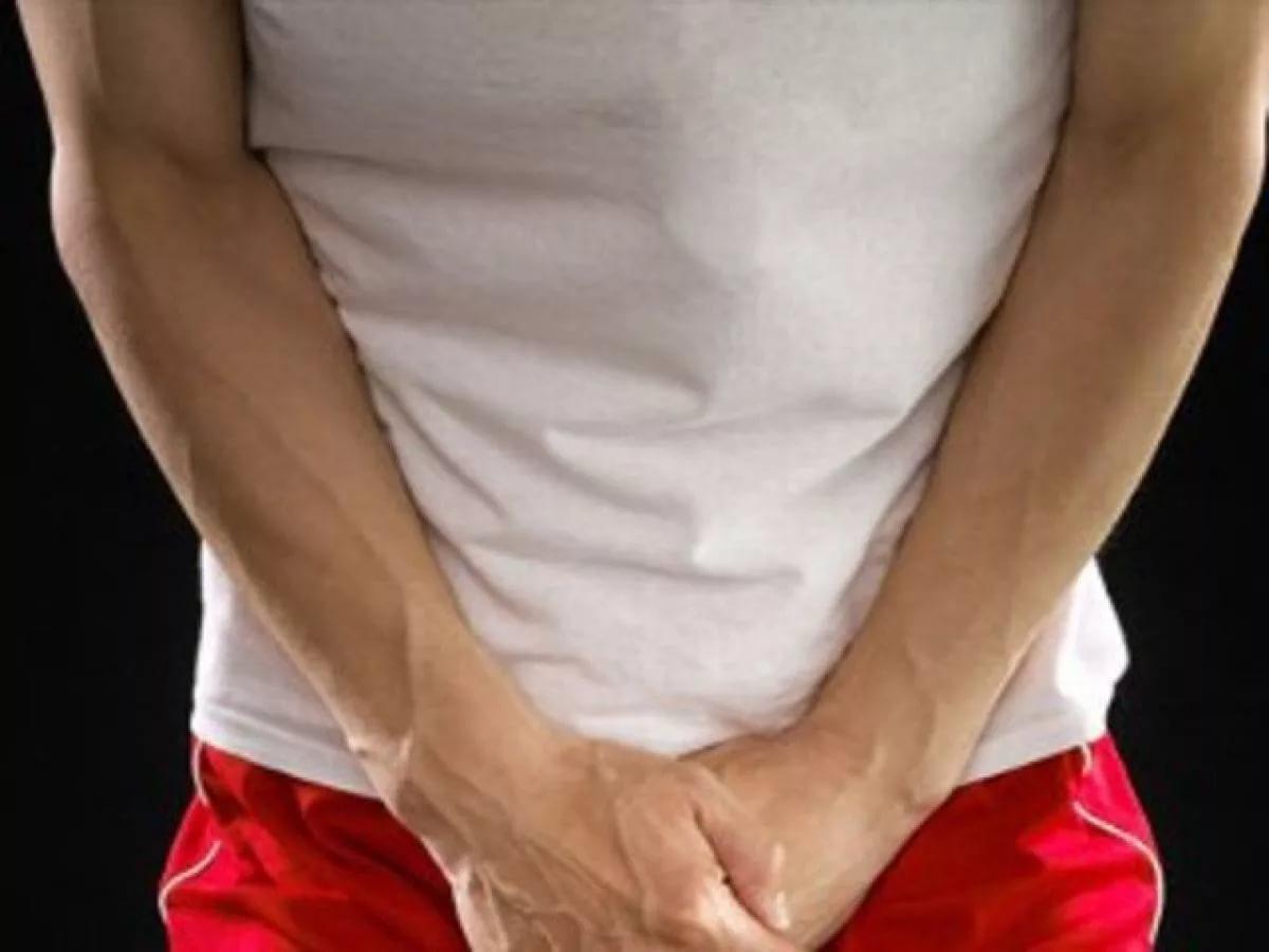 Почему у мужчины болит одно яичко